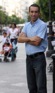 A sus 31 años, Casal ha estado vinculado desde siempre al movimiento vecinal. /J. C. C.